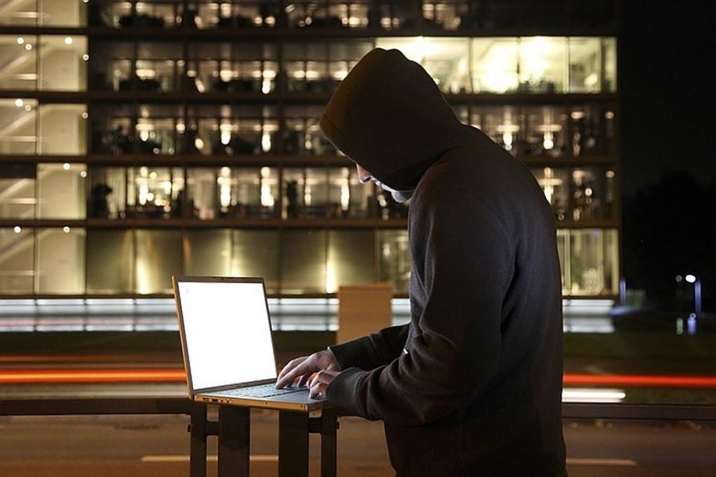 При создании слабого пароля мошенники могут получить конфиденциальные данные