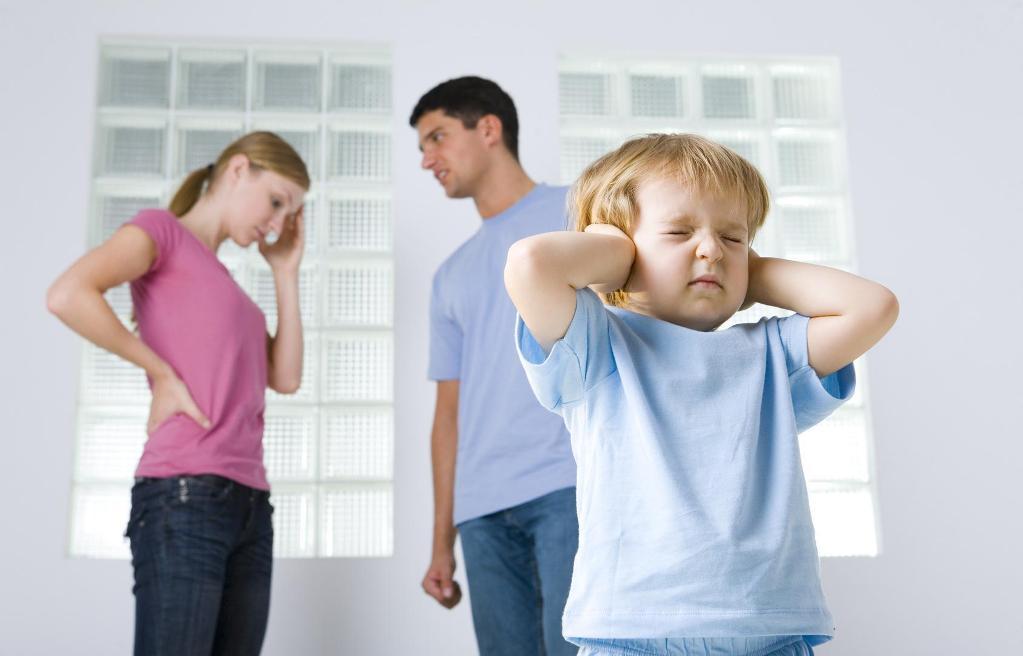 Если родители разводятся и не могут придти к единому мнению, то в справке могут отказать